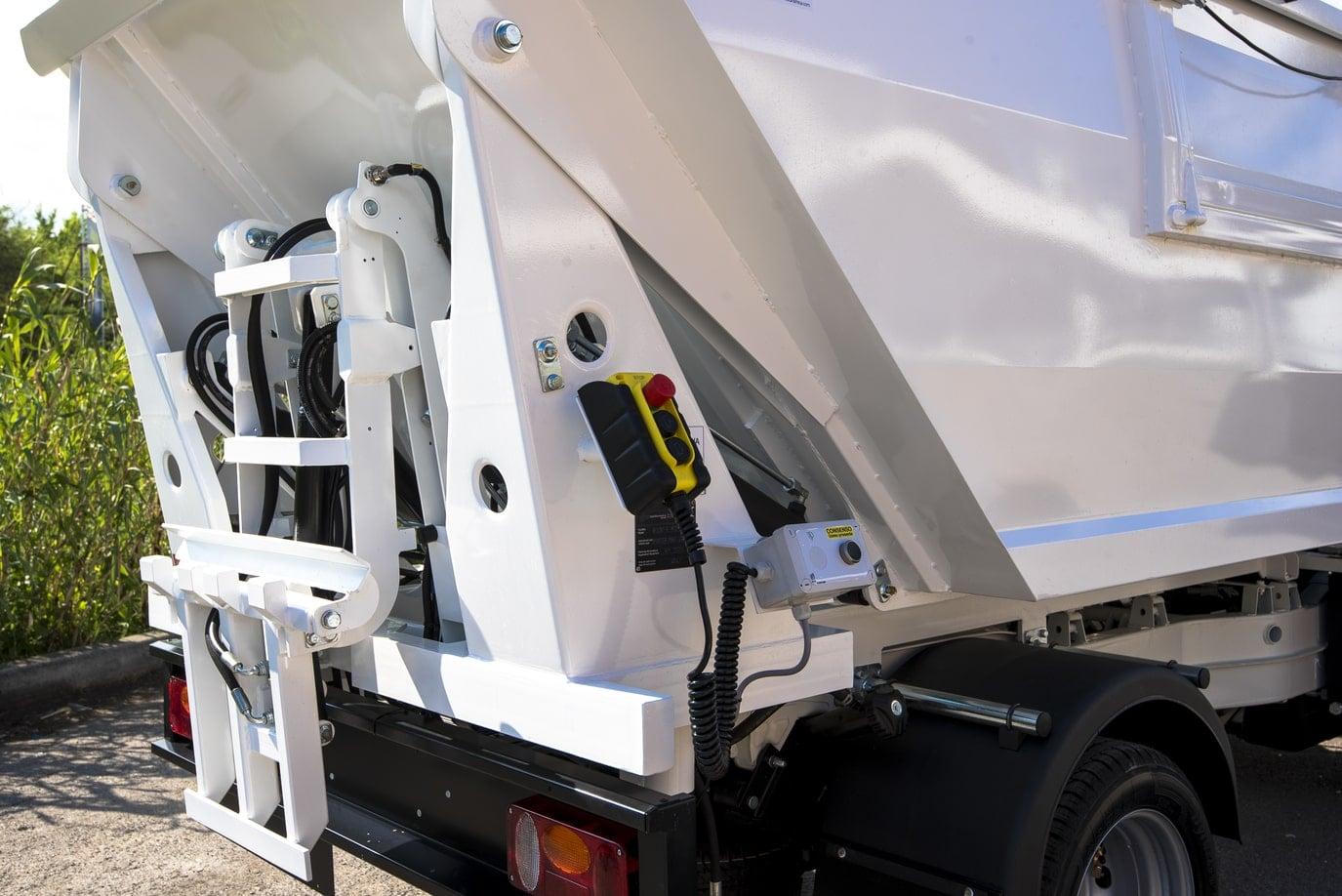 komunalno-vozilo-za-prikupljanje-otpada-rossi-r107-cromet-rijeka-gallery-1